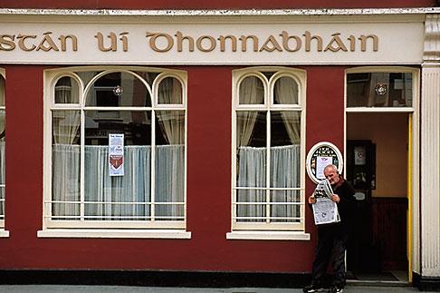 image 4-752-68 Ireland, County Cork, Clonakilty, ODhonnabhains pub