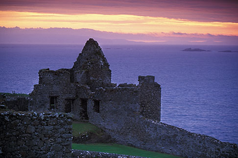 image 4-752-8 Northern Ireland, County Antrim, Dunluce Castle