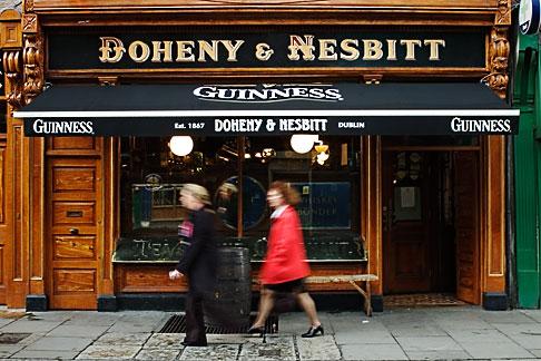 image 4-900-18 Ireland, Dublin, Bohenny and Nesbitt pub