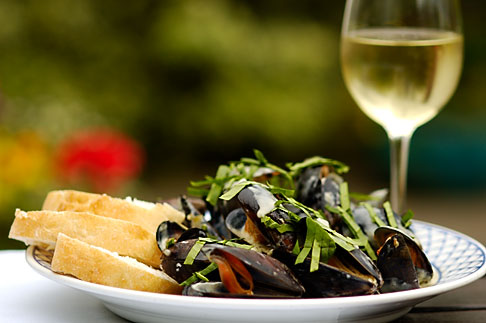 image 4-900-540 Food, Donegal mussels and White Wine