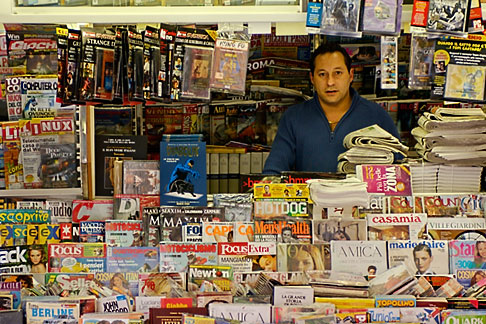 image S4-501-4302 Italy, Rome, Newstand