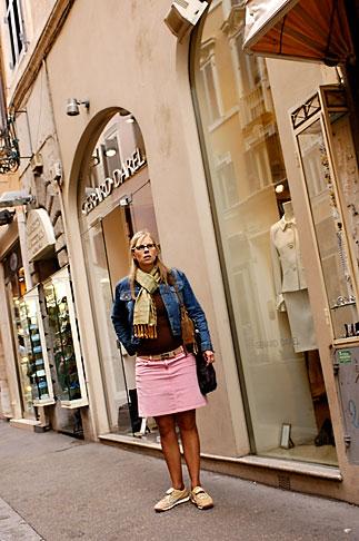 image S4-501-4313 Italy, Rome, Shopping