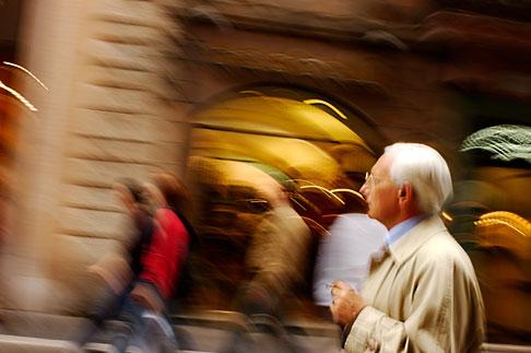 image S4-501-4527 Italy, Rome, Street scene