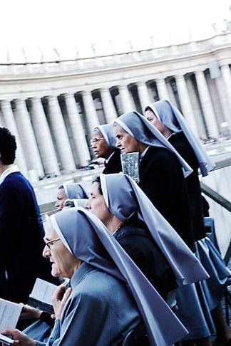 image S4-503-5801 Vatican City, Nuns, Piazza San Pietro