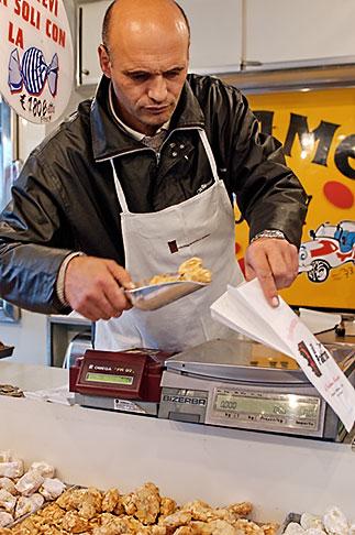 image S4-510-6811 Italy, Milan, Candy Vendor