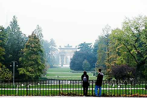image S4-510-6902 Italy, Milan, Couple looking at Parco Sempione