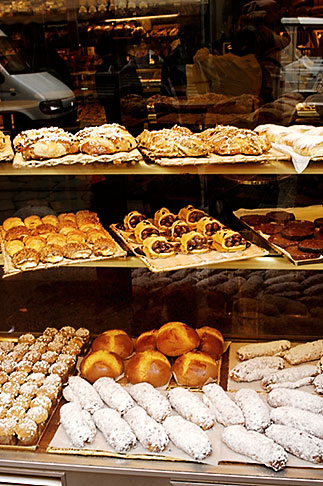 image S4-511-7259 Italy, Milan, Bakery