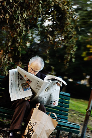 image S4-511-7399 Italy, Milan, Man reading the newspaper