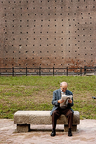 image S4-512-7423 Italy, Milan, Man reading the paper, Castello Sforzesco