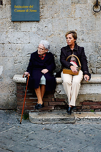 image S4-520-7714 Italy, Siena, Two women