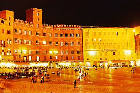 image S4-520-7816 Italy, SIena, Il Campo at night