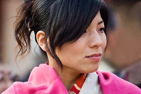 image 5-850-2060 Japan, Tokyo, Asakusa Kannon Temple, Woman in kimono