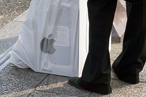 image 5-850-2625 Japan, Tokyo, Man with shopping bag