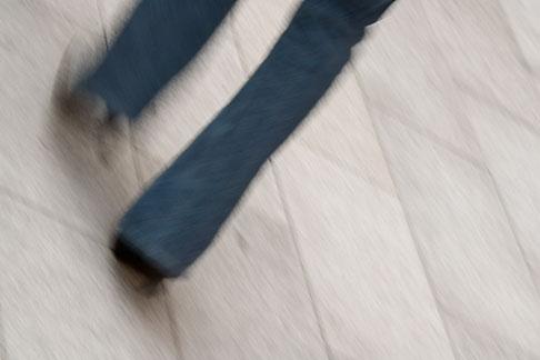 image 5-850-2633 Japan, Tokyo, Man walking, feet