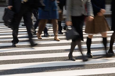 image 5-850-2713 Japan, Tokyo, Pedestrians crossing street, Ginza