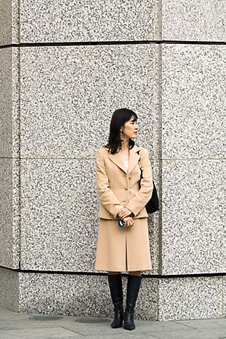 image 5-850-2746 Japan, Tokyo, Businesswoman waiting outside office building