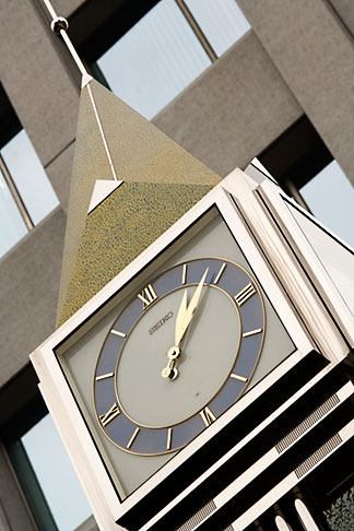 image 5-850-2848 Japan, Tokyo, GInza shop clock