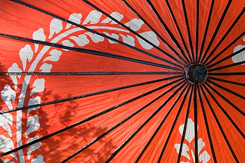 image 5-855-2580 Japan, Kyoto, Red parasol