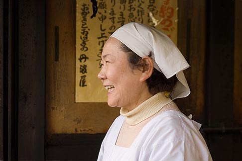 image 5-855-2587 Japan, Kyoto, Woman cook in restaurant