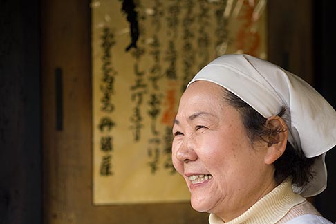 image 5-855-2595 Japan, Kyoto, Woman cook in restaurant