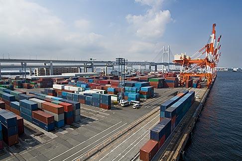 image 7-675-3839 Japan, Yokohama, Container cranes, Port of Yokohama