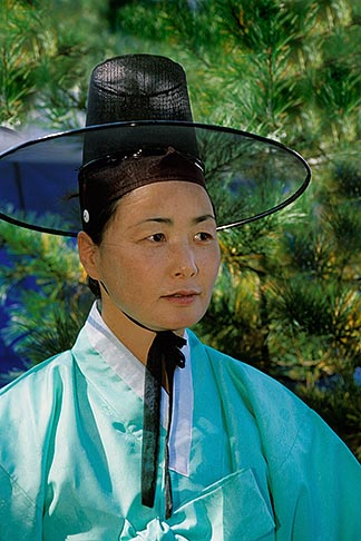 image 2-680-12 South Korea, Hahoe Village, Kasan Okwangdae Mask Dance