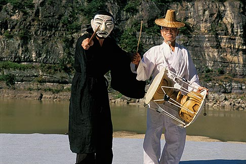 image 2-680-42 South Korea, Hahoe Village, Kwanno Mask Dance