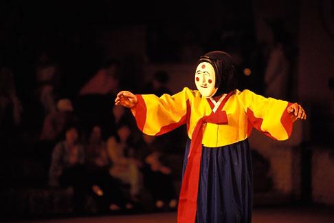image 2-700-40 South Korea, Andong , Mask Dance Festival, Hahoe Pyolshingut Mask Dance