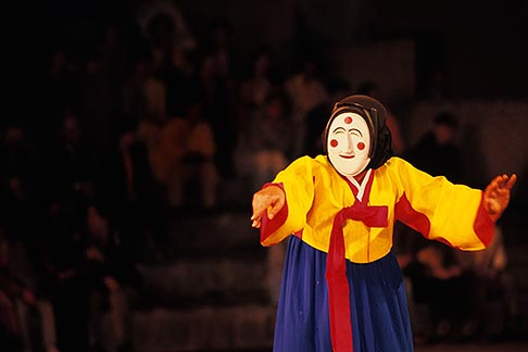 image 2-700-49 South Korea, Andong , Mask Dance Festival, Hahoe Pyolshingut Mask Dance