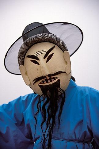 image 2-701-36 South Korea, Andong , Mask Dance Festival, Tongyoung Okangdae
