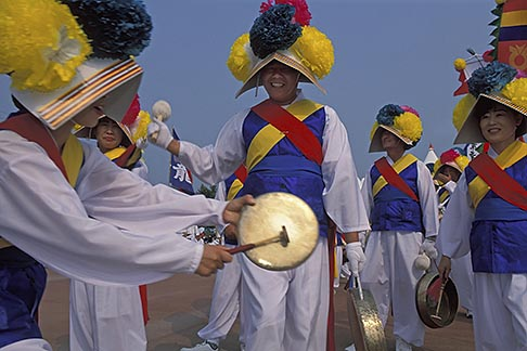 image 2-702-4 South Korea, Andong , Mask Dance Festival, Musicians