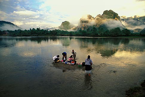 image 8-581-31 Laos, Vang Vieng, Women washing clothes in the river