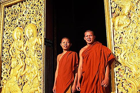 image 8-601-33 Laos, Luang Prabang, Monks, Wat Xieng Thong