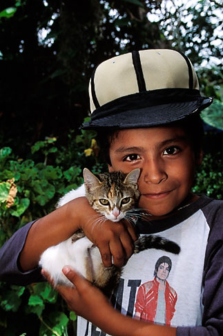 image 4-265-8 Mexico, San Miguel de Allende, Young boy with kitten