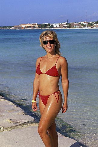 image 4-884-81 Mexico, Playa del Carmen, Beach scene