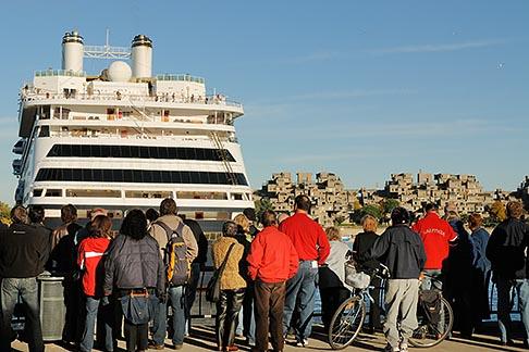 image 6-460-2037 Canada, Montreal, Cruise ship at dock