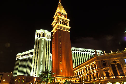 image 3-900-84 Nevada, Las Vegas, Venetian Resort Hotel Casino at night