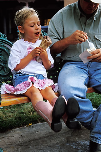 image S4-351-2 New Mexico, Santa Fe, Young girl eating Ice Cream