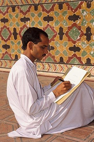 image 4-467-21 Pakistan, Lahore, Calligrapher, Wazir Khan Mosque
