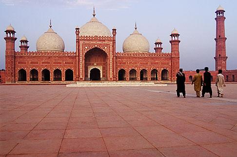 image 4-468-8 Pakistan, Lahore, Courtyard, Badshahi Mosque