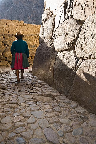 image 8-760-1077 Peru, Ollantaytambo, Quechua woman with bowler hat, walking on stone pavement, silhouette