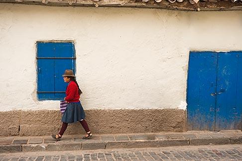 image 8-760-737 Peru, Cuzco, Quechua woman walking, street scene