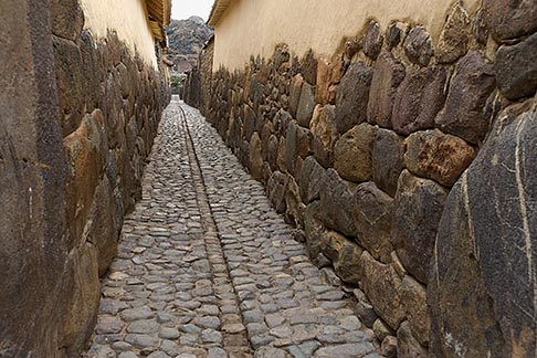 image 8-761-1473 Peru, Ollantaytambo, Cobblestoned alleyway
