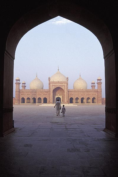 4-468-13 stock photo of Pakistan, Lahore, Archway, early morning, Badshahi Mosque