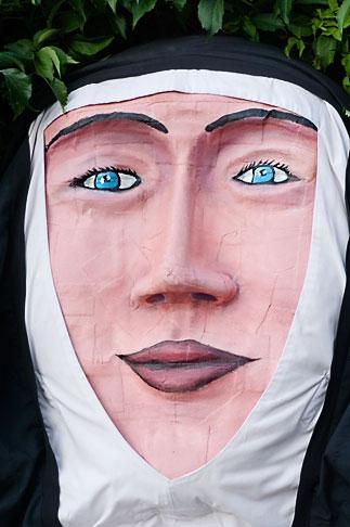 image 5-750-8322 Canada, Quebec City, Fetes de la Nouvelle France, Giant mask in parade