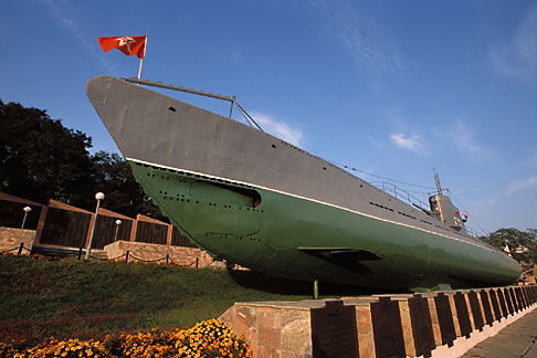 image 2-752-86 Russia, Vladivostok, Pacific Navy War Memorial, C 59 Submarine