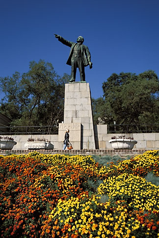 image 2-753-47 Russia, Vladivostok, Lenin Monument