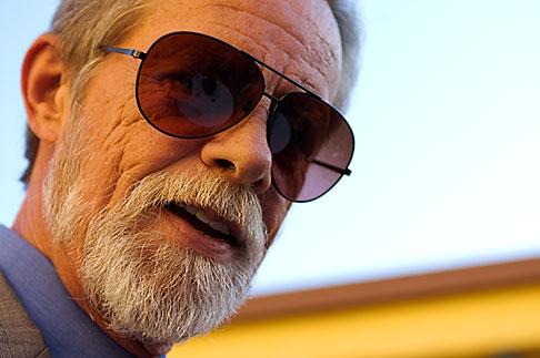 image S5-135-391 Portraits, Man in sunglasses