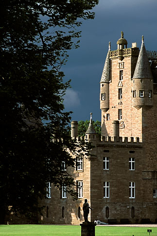 image 1-521-6 Scotland, Angus, Glamis Castle