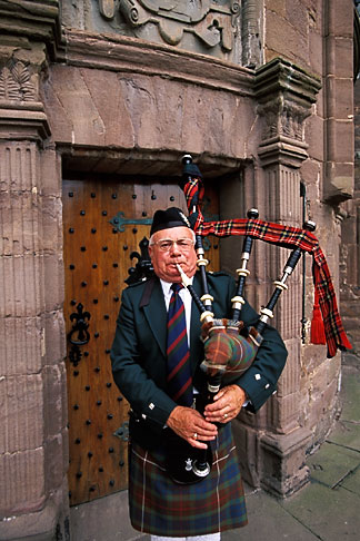 image 1-521-91 Scotland, Angus, Glamis Castle, bagpiper